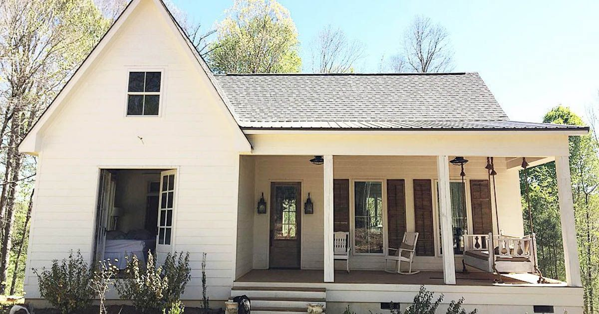 Family shares photos of their farmhouse on instagram for Home architecture instagram